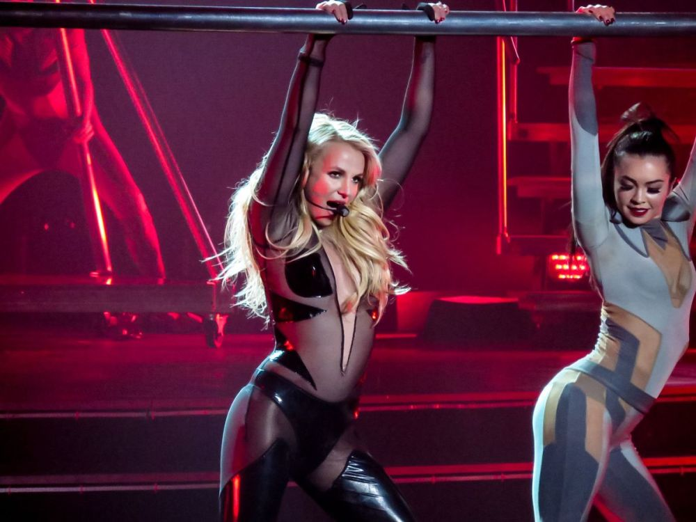 britney-spears-at-piece-of-me-show-at-planet-hollywood-resort-and-casino-in-las-vegas-01-02-2016_8
