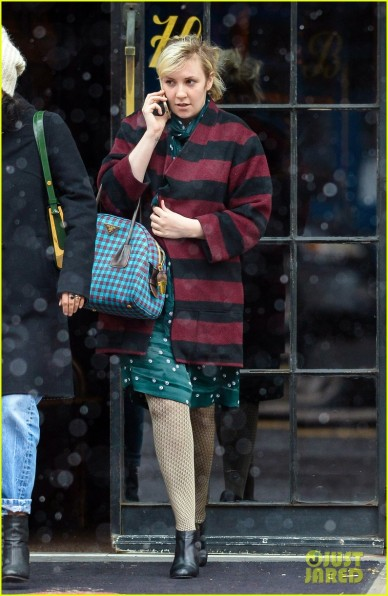 lena-dunham-shares-nightgowns-with-taylor-swift-01