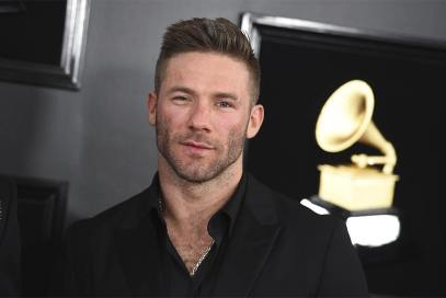 Julian-Edelman-red-carpet.jpg